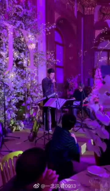 胡歌在唐嫣婚礼上唱歌