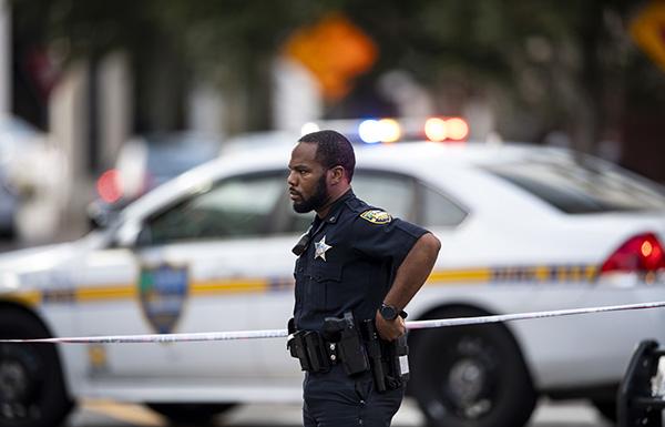 美国佛罗里达州枪击事件致2死11伤 枪手开枪自尽