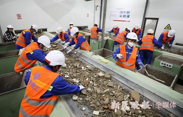 吞进装修垃圾 吐出再生骨料 沪首个永久性装修垃圾资源化处置中心试运行