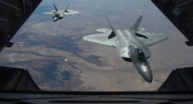 """F-22将配备""""电话"""",从此不再单打独斗,但随意通话会暴露自己"""