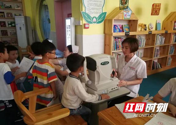 郴州:北湖区视力筛查进校园
