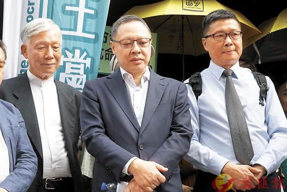 """香港""""占中九丑""""刑期宣布:发起人戴耀廷、陈健民获刑16个月"""