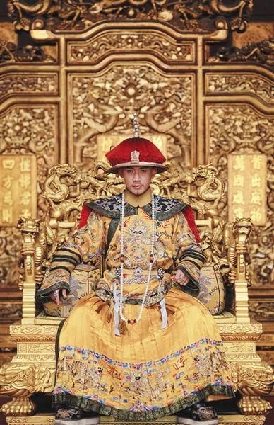 聂远在《延禧攻略》饰演乾隆,通过这个角色让他学会了如何保养皮肤.
