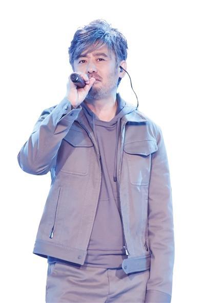 吴秀波《跨界歌王3》买点唱机练嗓