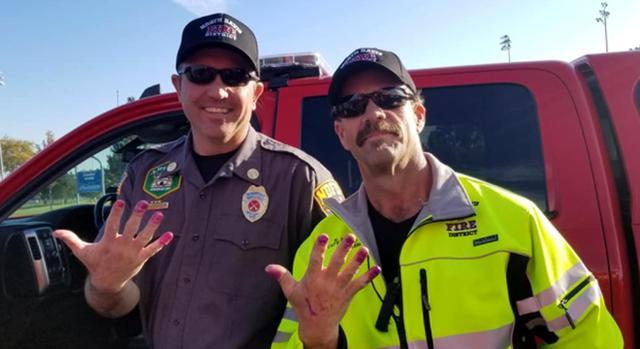 铁汉柔情!为安抚遇车祸小女孩 美国两名消防员获得独特美甲