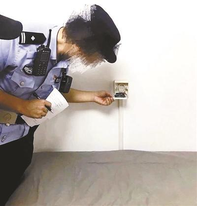自如房内现摄像头 夫妻拒绝换房:搬走可能问题更不会解决