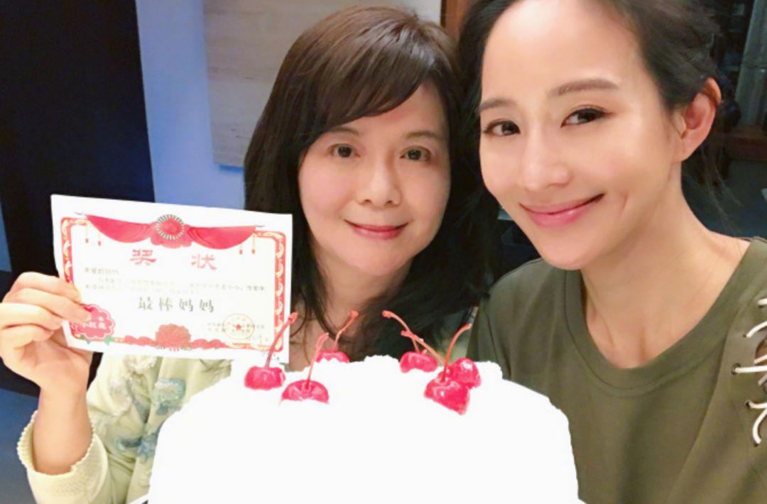 张钧甯与妈妈