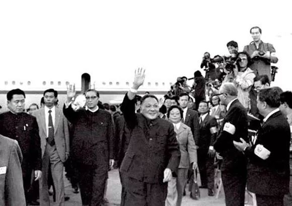 △1978年,邓小平访问日本