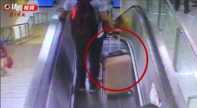 一个手滑,手扶电梯上行李箱又伤人