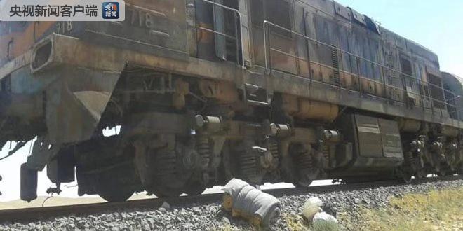 叙利亚一列货运列车遇袭脱轨并起火(图)