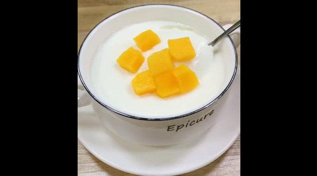 双皮奶做法,只需两个鸡蛋,一盒牛奶,简单又好吃