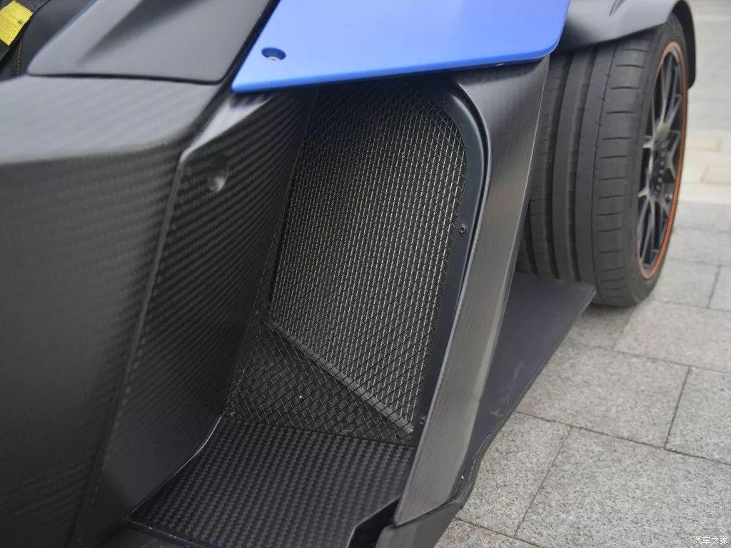 卡丁车可以合法上路,而且可以和奔驰C63拼速度!