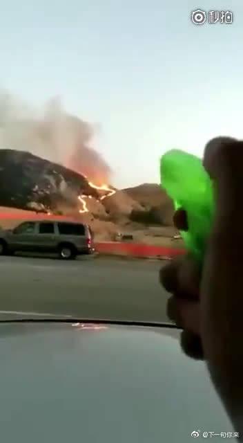 国外一位网友遇到火灾时,做出的惊人举动。我知道你已经尽力了