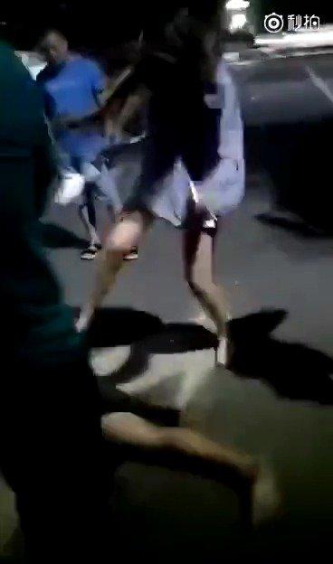之前一幕,男子强奸加抢劫未遂被捉,受害女子疯狂回击。你怎么看