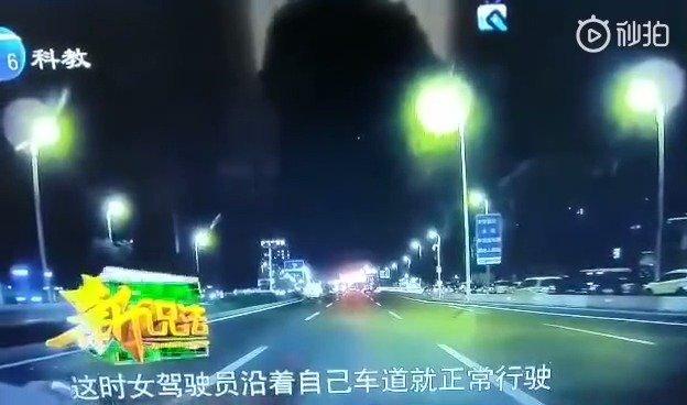 视频里是非常恶劣的驾驶行为,建议终生禁驾