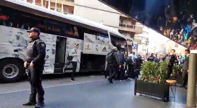 皇家马德里全队抵达萨拉戈萨酒店