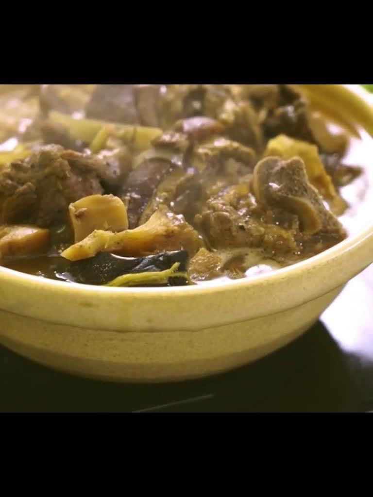 香港元朗羊腩煲,日做16小时,为客人食得开心。