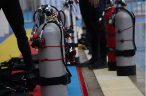 新型潜水装备。 闵�h 摄