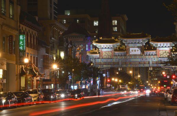 这是华盛顿中国城的夜景(2015年9月17日摄)。 新华社记者殷博古摄