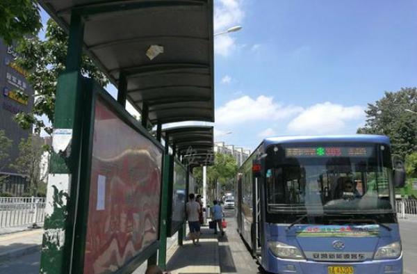 合肥查出45座假公交候车亭:部分系广告朵色彩妆代理拿货价格表公司建