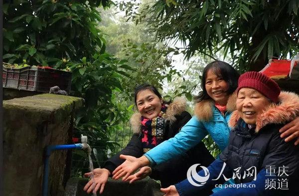 沙坪坝:母亲水窖建成村民喝上自来水