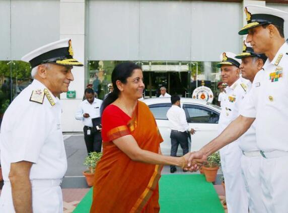 印度女防长西塔拉曼(图源:《斯坦时报》)