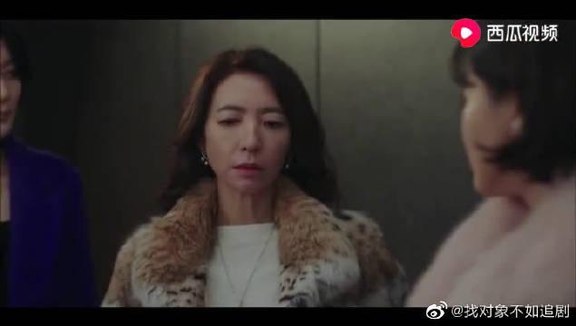 韩剧:俩嫂子进了孙艺珍家东摸西拍~