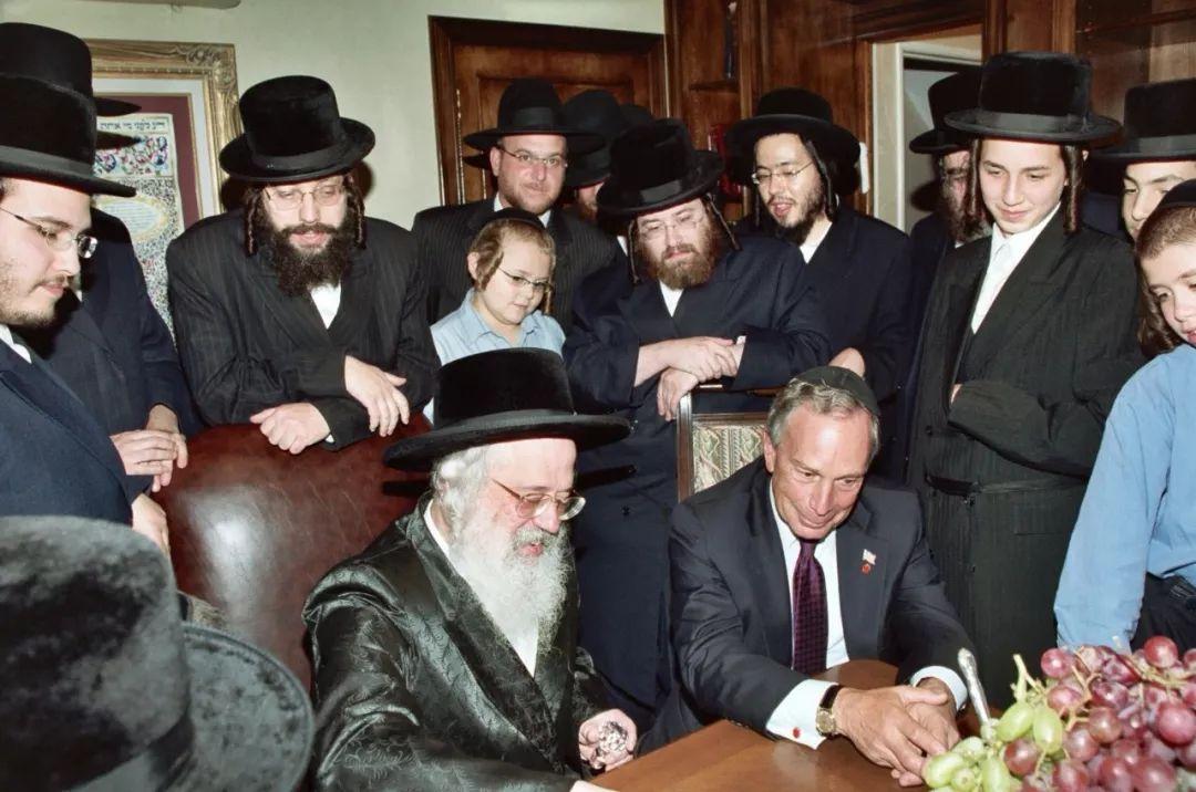 布隆伯格拜訪布魯克林的猶太人社團。