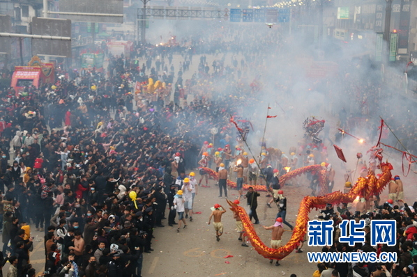 """贵州德江:""""舞龙炸龙""""迎新春"""