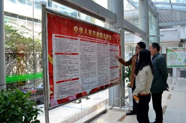 綦江区纪委监委精心制作《监察法》宣传展板