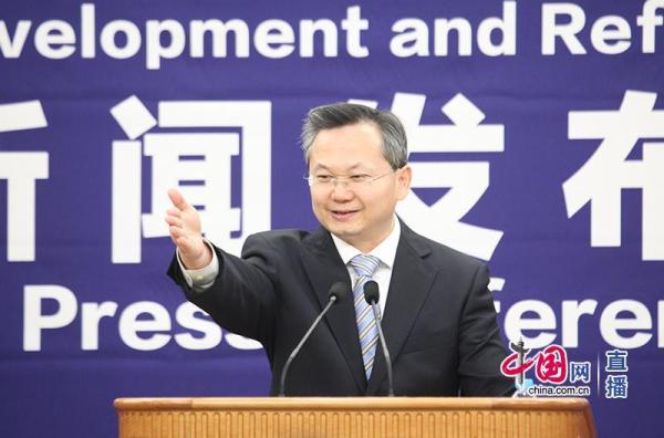 4月18日,发改委新闻发言人严鹏程答记者问。中国网 图