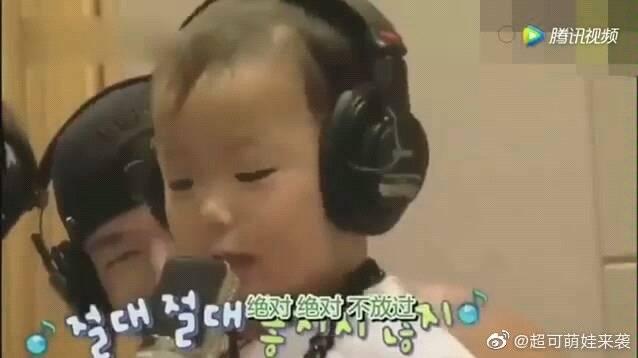 宋家三胞胎录音棚唱歌,民咕咕果然是天生的歌手,小烟嗓超好听!