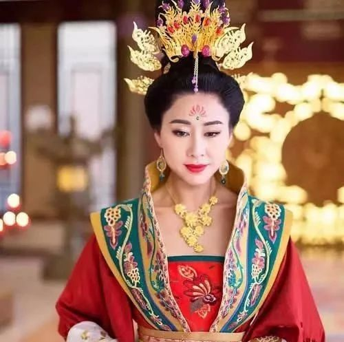 出道七年才龙套变配角,最终出身低微相貌平平的她苦熬14年蝉联TVB视后