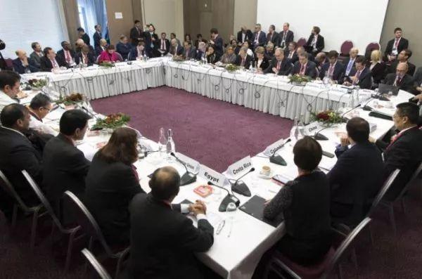 ▲世貿組織成員的談判代表25日在瑞士達沃斯舉行非正式會議,就電子商務規則談判進行討論。(新加坡《海峽時報》網站)