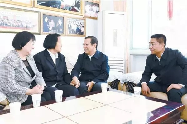 山西省委书记委托省委秘书长 看望慰问90岁申纪兰