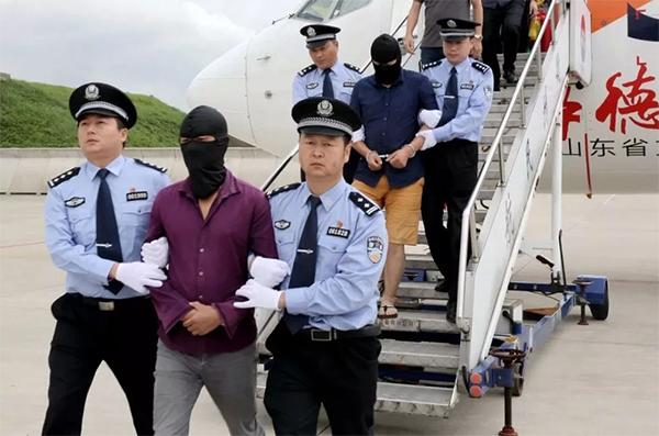 浙江警方押解嫌疑人回国。本文图片均由警方供图