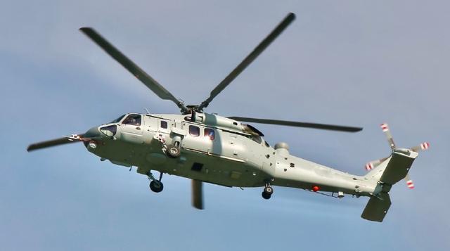 舰载型直-20首次露面,形态与陆基型号有显著不同,更像海鹰