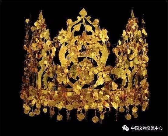 蒂拉丘地出土王冠。
