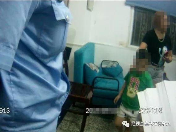 深夜,武汉江边一4岁男童赤足独自玩耍,热心市民发现不对劲,赶忙报警