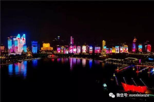 青岛浮山湾展现青岛风光的主题灯光秀