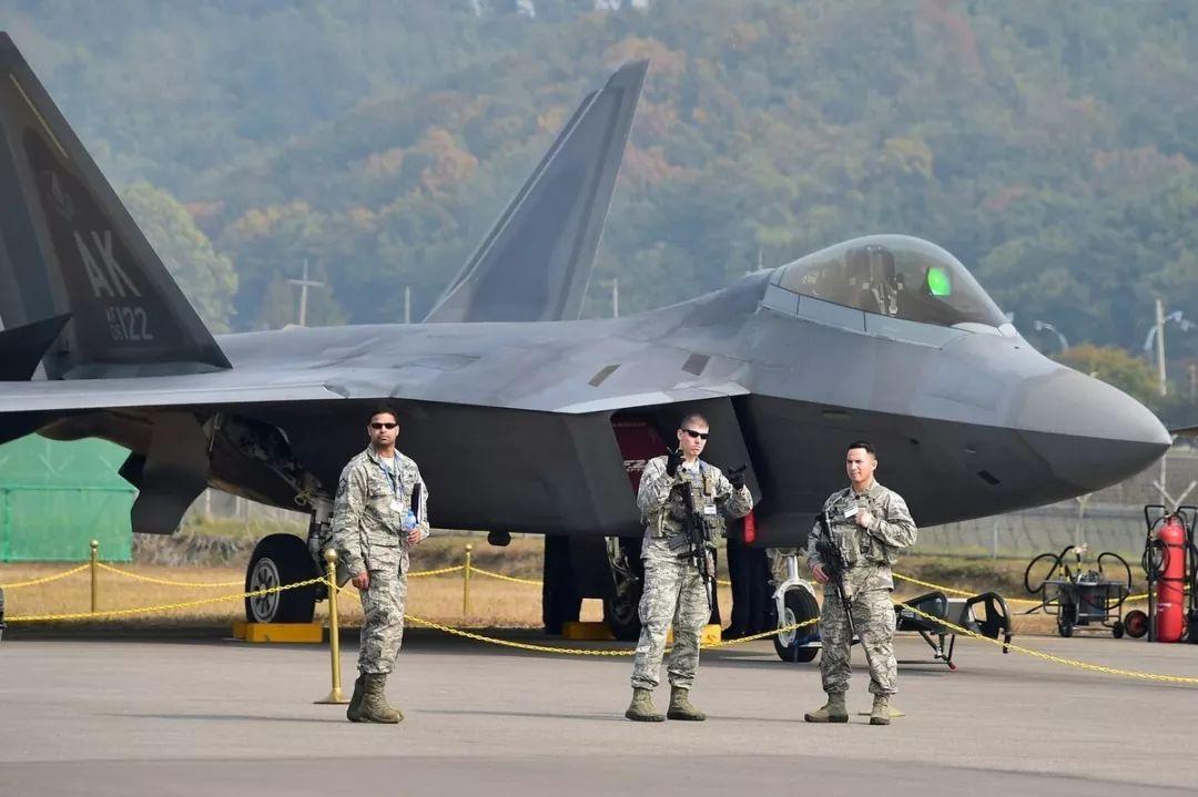 """曾参与韩国尾我航空航天兵工展的好军F-22""""猛禽""""战机"""