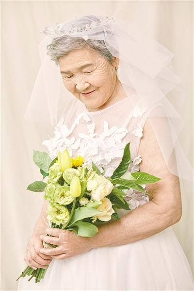外婆笑得很美丽