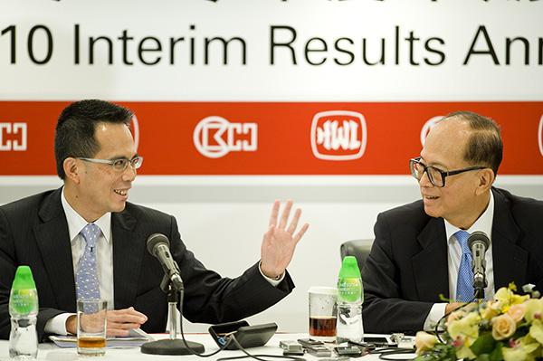 2010年8月5日,李嘉诚出席长江实业(集团)有限公司在香港举行的2010年度中期业绩发布会。