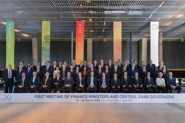周小川(前排左三)出席G20财长和央行行长会议