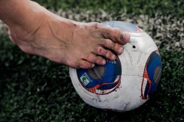 这才是职业球员的脚