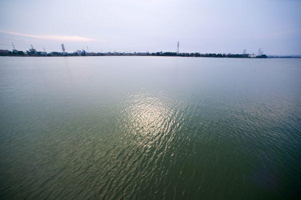 这是8月4日拍摄的福建向金门供水工程取水地——福建晋江龙湖。 新华社记者姜克红摄