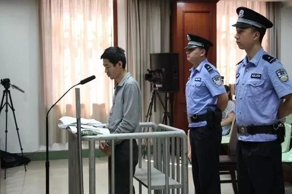 ▲2017年7月12日,曹再发以危险方法危害公共安全罪一案在郴州中院公开开庭庭审。(资料图)