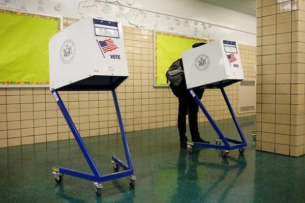 美中期选举投票率超高 多地投票机罢工