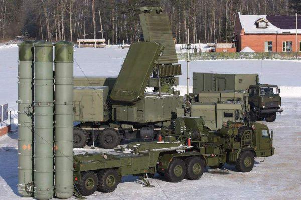 图为俄军S-400防空导弹系统