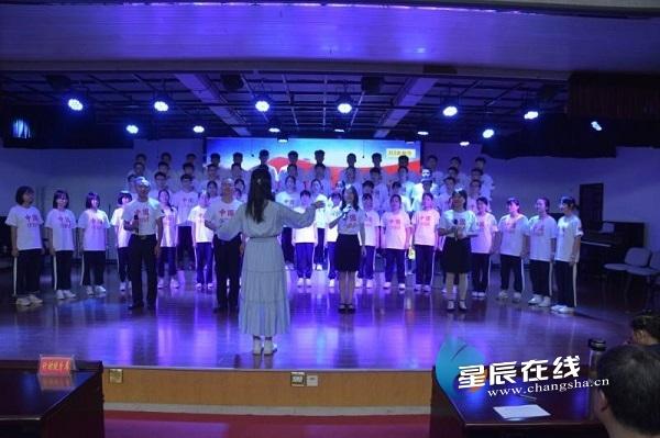 望城二中首次开展红歌主题歌咏比赛 学子唱响新时代
